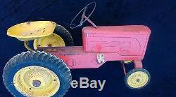 1 ANCIEN TRACTEUR A PÉDALES DEVILLAINE, loft, usine, vintage, garage, auto, moto, jouet