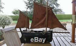 Ancien Bateau voilier de bassin BVO