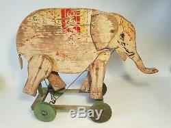 Ancien Eléphant, Jouet en bois à tirer ou à pousser des années 30 CIJ