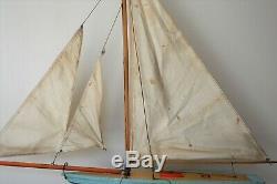 Ancien bateau à voile voilier de bassin en bois Navigable MFP Fradet made france