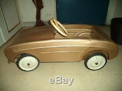 Ancien jouet voiture a pédales! Dauphine! A voir