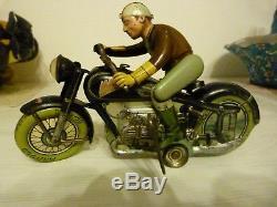 Ancienne MOTO en tôle ARNOLD 700