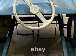Ancienne Voiture À Pedale En Tole Couleur Bleu Ciel Et Crème Renault Dauphine