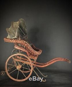 Ancienne XIXE charrette pour poupée poupon en bois, osier et fer forgé