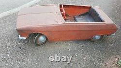 Ancienne voiture à pédales Renault 16