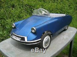 Ancienne voiture a pédales citroën DS 21 de marque MG