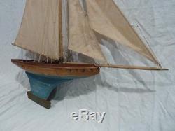 Bateau canot voilier de bassin DEFFAIN (modèle très rare!)
