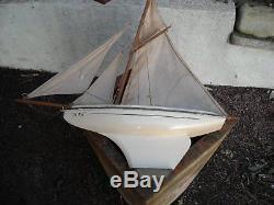 Bateau, voilier de bassin. Très beau voilier NOVA n°6