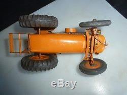Grand tracteur RENAULT. CIJ, avec sa remporque fourragere