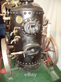 Grande locomobile à vapeur