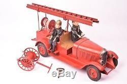 Jouet ancien. Camion pompier Citroën C4 vers 1930 Tôle peinte Complet. Bon état