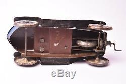 Jouet ancien. Voiture en tôle peinte à mécanisme dhorlogerie. Vers 1930