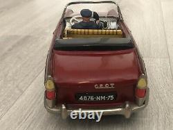 Jouet ancien en Tôle Peugeot 404 Cabriolet avec chauffeur Joustra