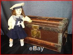 Jouet ancien poupée bleuette tête incassable son trousseau habits et sa malle