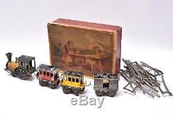 Jouet anciens. FV FAIVRE O Locomotive 110 avec 3 wagons et rails en plomb