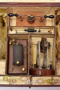 Jouet scientifique ancien. Coffret éducatif Electricité. Cira 1900