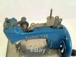 MACHINE A COUDRE SINGER JOUET ANCIEN en métal BLEU old toy vintage
