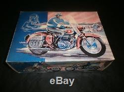 MAGNIFIQUE MOTO EN TÔLE TIPPCO, GRAND MODELE, 29 CMS x 20 CMS, 1950's