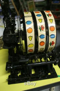 Machine à sous NOVELTY année 30, parfait état de fonctionnement, forain, casino