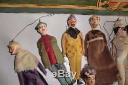 Rare Vers 1900 Tres Grand Theatre + 13 Marionnettes. 70x67x34cm