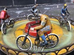 Rare manège de cyclistes Jules Lardennois