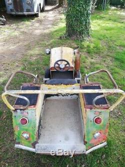 Sujet de manège Tracteur et voiture à pédales