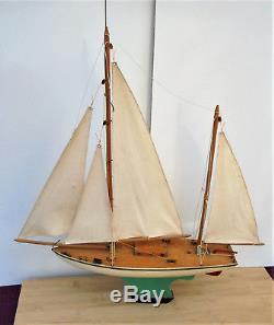 Superbe ancien voilier de bassin Borda