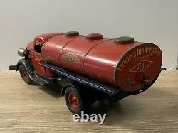T2488 Vébé Camion Citerne Mecanique Rouge Avec Chauffeur Composition Boite