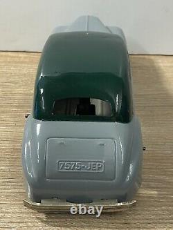 T2490 Jouet Ancien Jep Voiture Mecanique Bi-ton En Tole Delahaye 26 CM