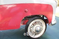 Voiture à pédales Peugeot 403 cabriolet